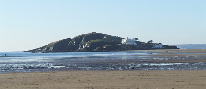 Bigbury Beach is famous for Burgh Island.