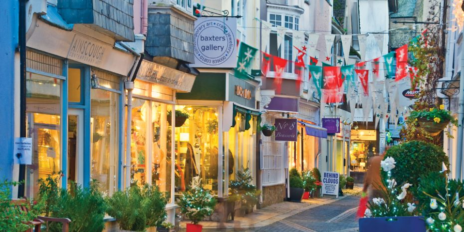 Shopping in Dartmouth - Beach Combing - Rainy Day Activities in South Devon