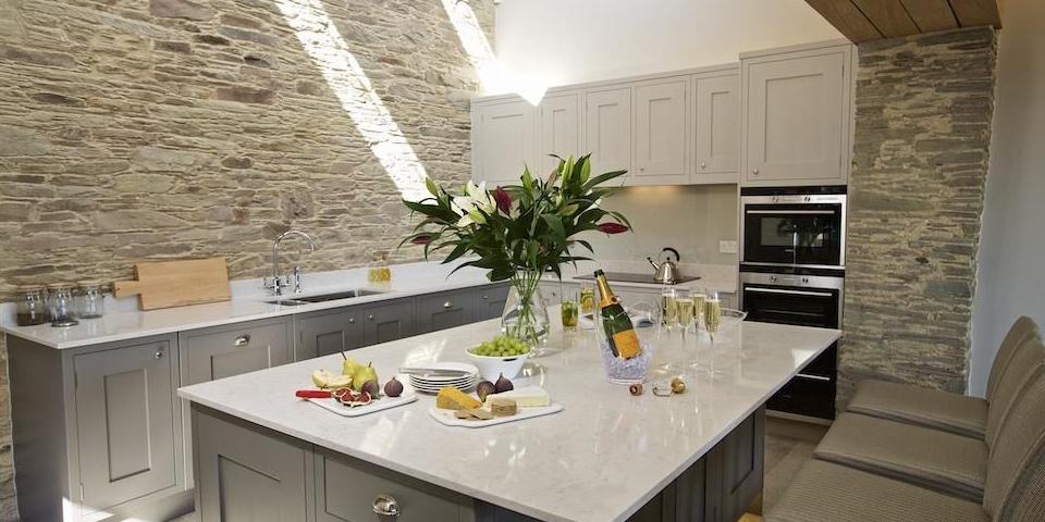 Hillfield Farmhouse - Luxury family holidays in Devon