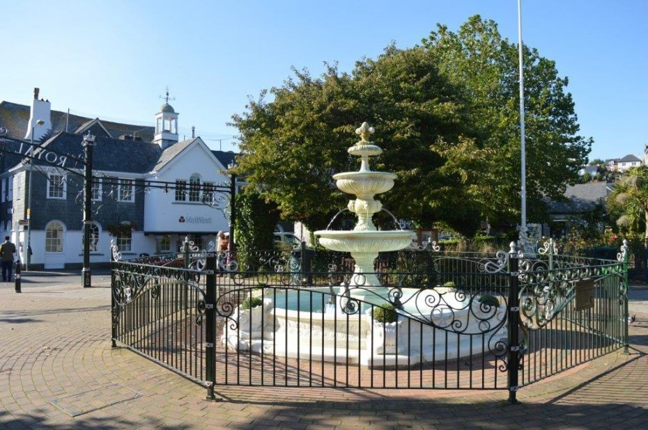dartmouth_royal_avenue_gardens_fountain_resized