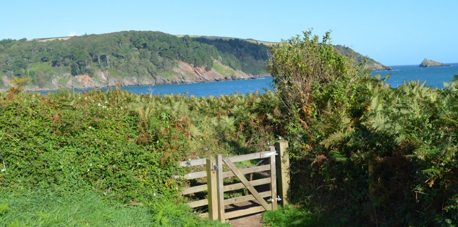 A gate on the way to Sugary Cove and Dartmouth Castle