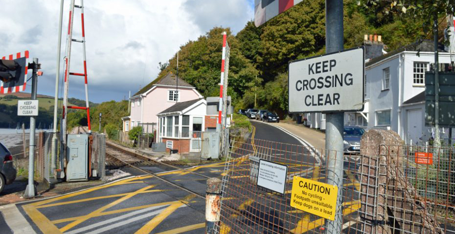 Dartmouth to Dittisham walk - Higher Ferry railway crossing