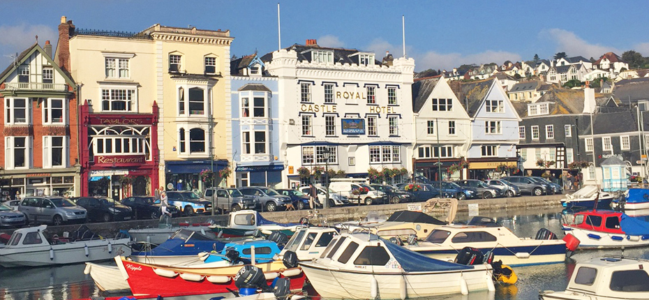Drinks by the dart 5 top dartmouth pubs coast country cottages for Dartmouth swimming pool opening times