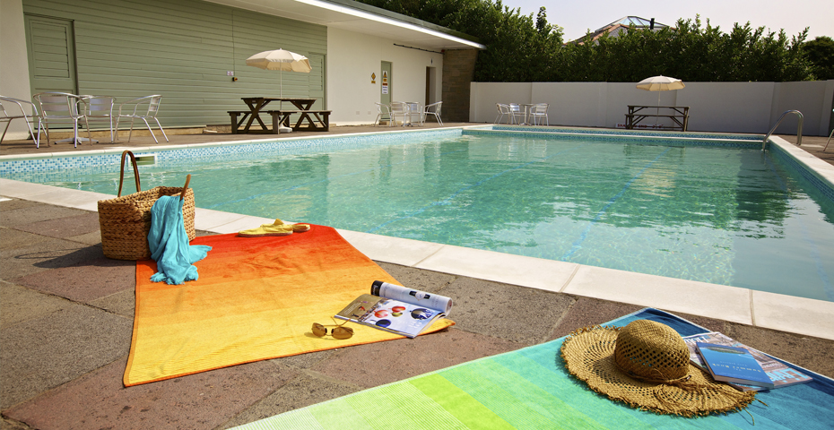 Holiday cottages with a swimming pool in south devon coast country cottages for Dartmouth swimming pool opening times