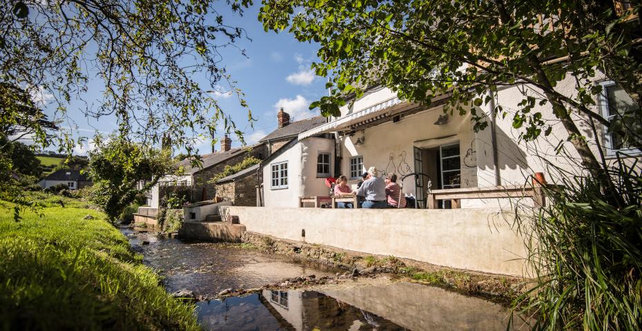 Best pub food in South Devon Millbrook exterior
