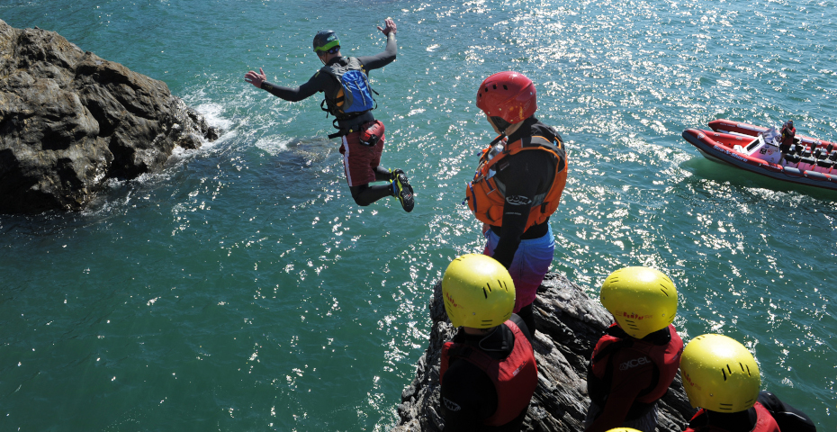 Things to do in South Devon_coasteering 2