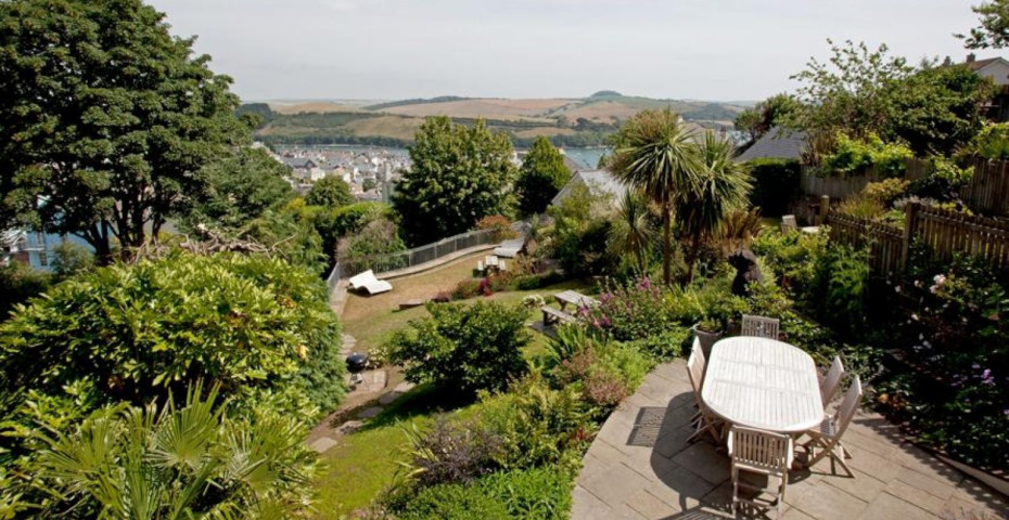 cost of running a holiday let gardening