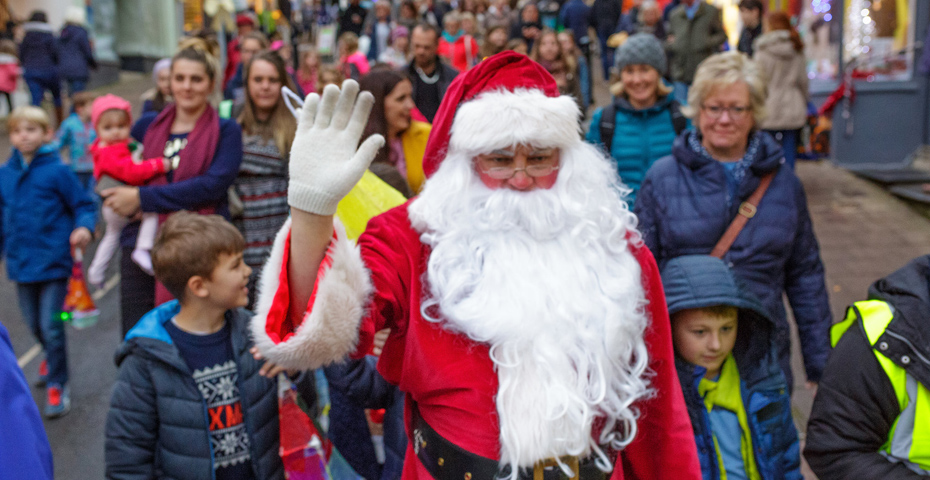 Christmas markets in South Devon - Santa at Kingsbridge Celebrates Christmas