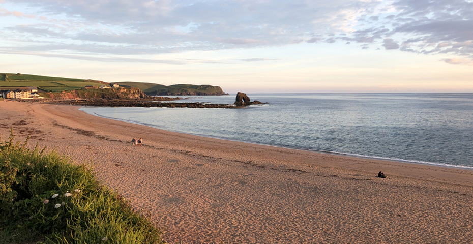 Thurlestone Beach at sunset - free things to do in South Devon