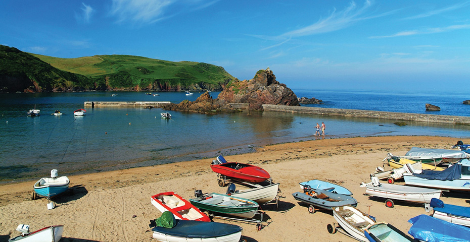 Hope Cove beaches - Harbour Beach boats
