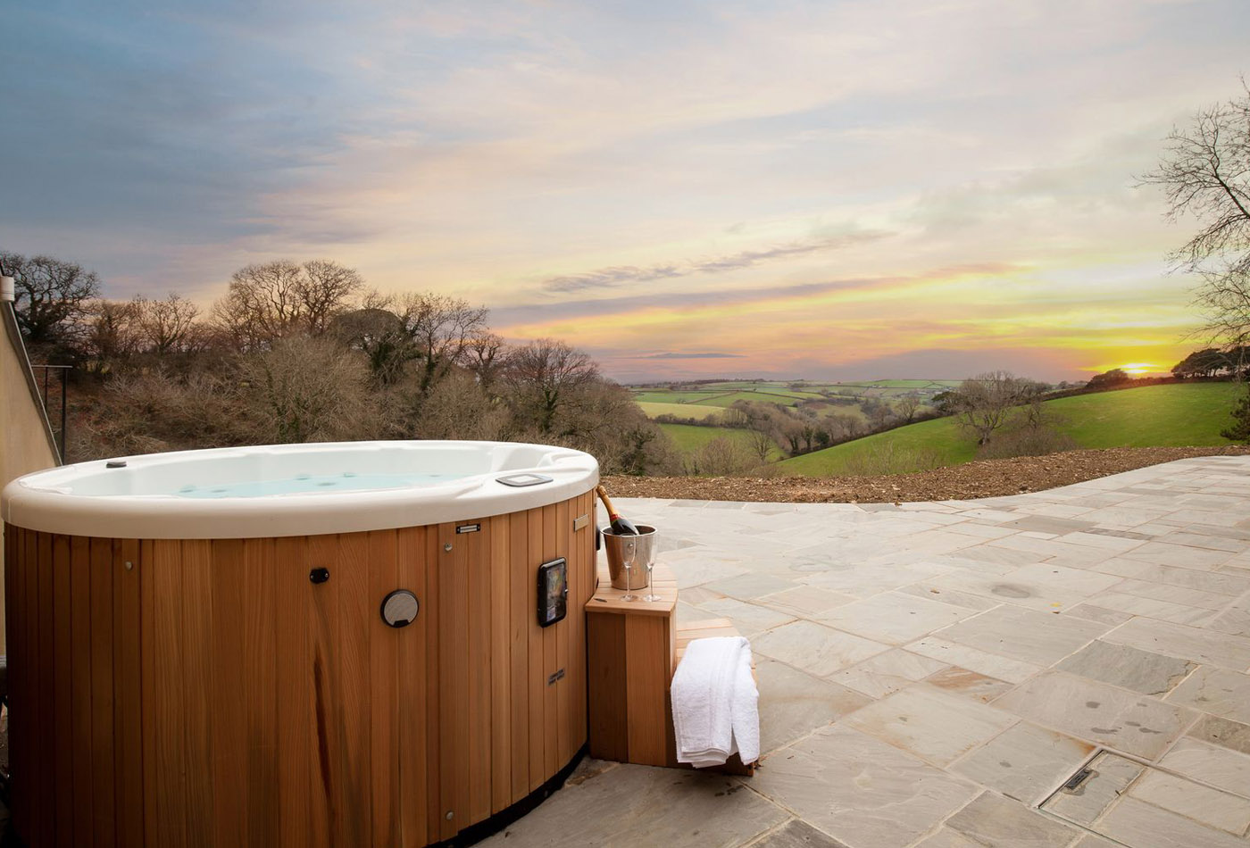 Luxury holiday homes with hot tubs in Devon - Gitcombe Retreat hot tub
