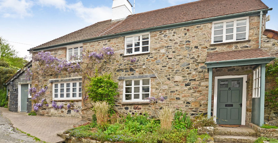 Wisteria Cottage near Dartmoor day trips
