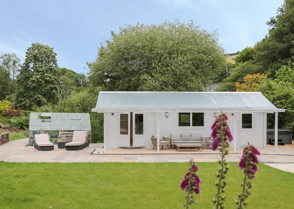 outbuilding example - holiday let planning permission